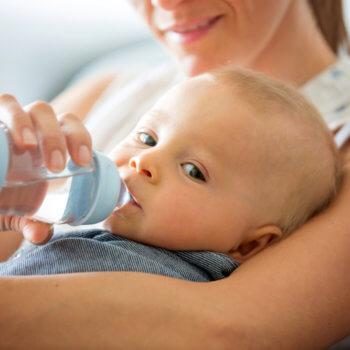 Co dělat, když miminko nechce pít?