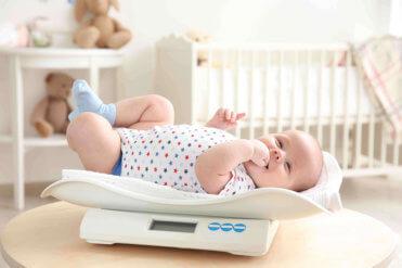 Vývoj a správná váha kojence