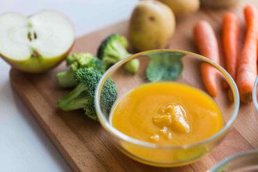První zeleninové příkrmy pro kojence